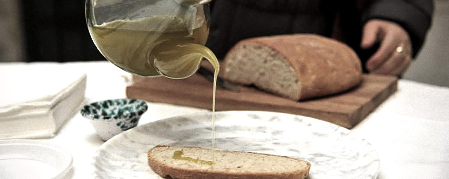 degustazione di olio d'oliva in cantina a Camaiore, Toscana
