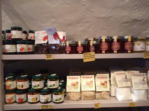 conserve e farine biologiche in vendita presso cantine angeli, Camaiore (Lucca)